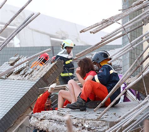 Taiwan earthquake - Buildings collapse after 6